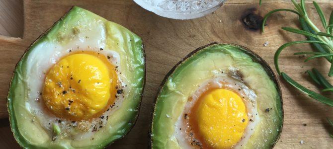 Bakte egg i avokado