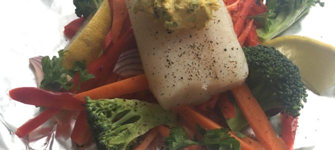 Torskepakke med grønnsaker og kryddersmør